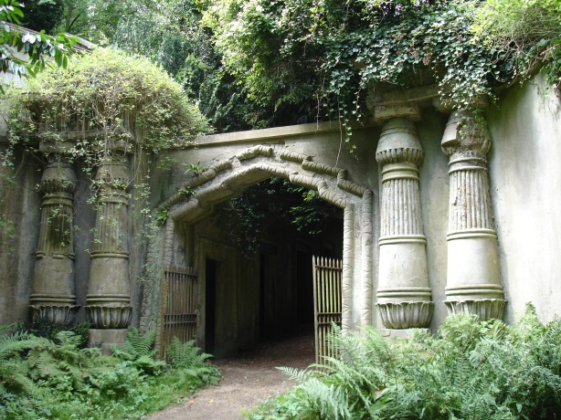 EgyptianAvenue_HighgateCemetary