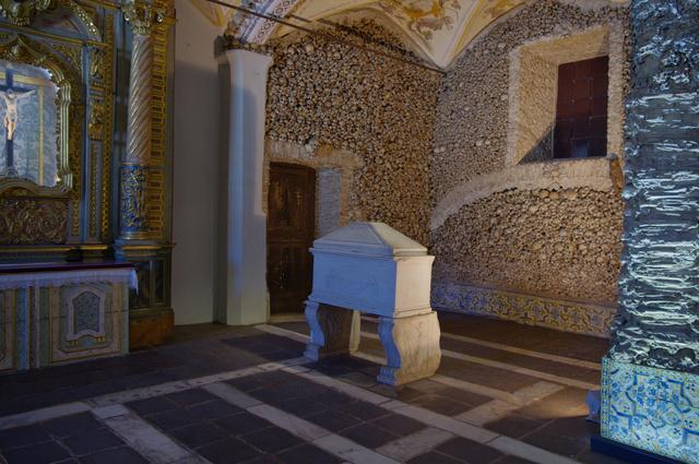 Capela dos Ossos / Chapel of Bones