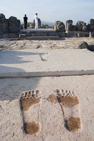 Giant-steps-in-the-temple-of-Ain-Dara