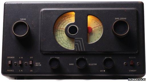 Se ha especulado que los clips pueden ser el equivalente moderno a las secuencias de números emitidas por radio de onda corta.