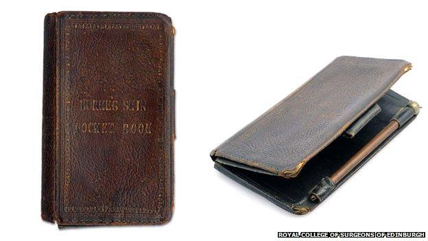 En la parte de atrás del libro de bolsillo hecho con la piel de William Burke está la fecha de su ejecución: el 28 de enero de 1829.