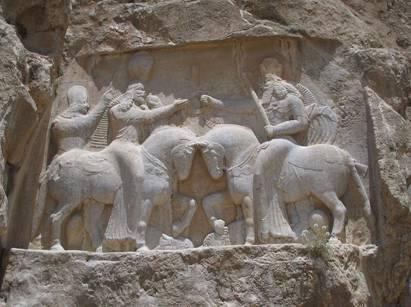 La investidura de Ardashir I. (Wikimedia Commons)