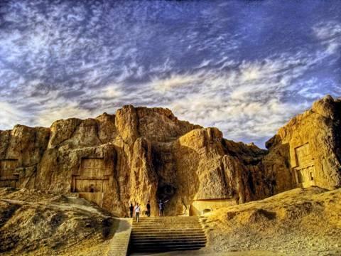 Naqsh-e Rustam al amanecer (Wikipedia)